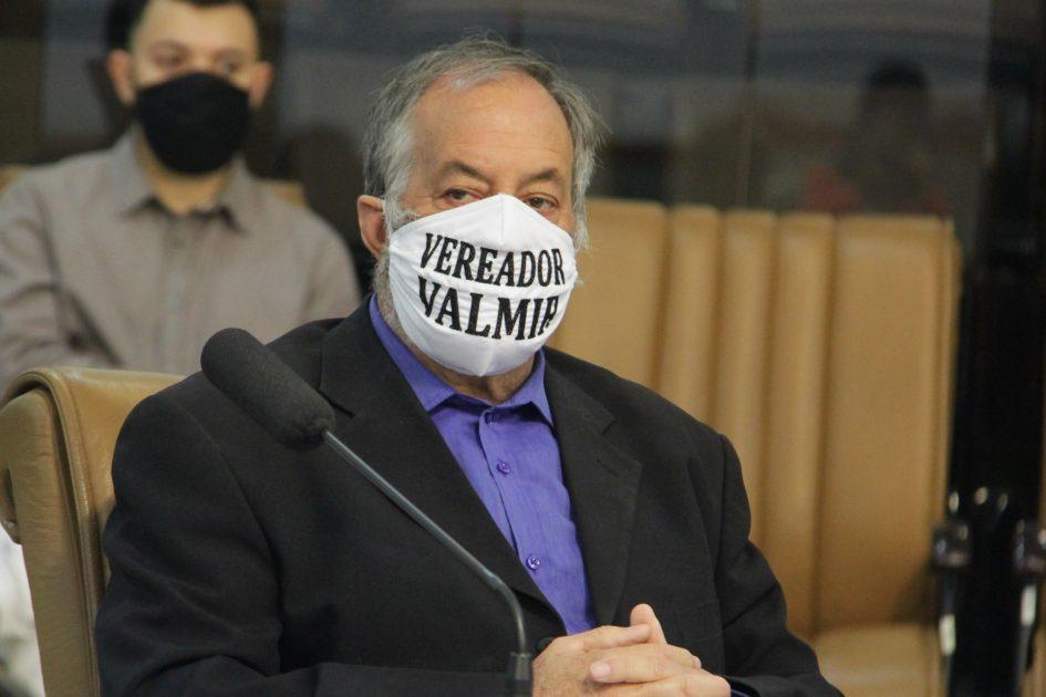 Valmir questiona Prefeitura sobre falta de cerca em área do Parque Meia Lua