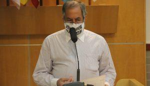 Valmir questiona Izaias sobre promessa de saneamento básico a moradores do Veraneio Irajá