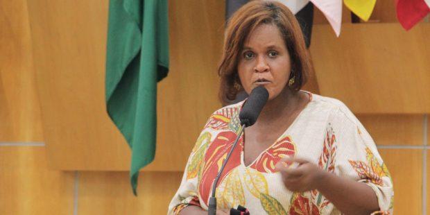 Dra. Márcia protocola indicações para os bairros Cidade Salvador e Jardim Yolanda