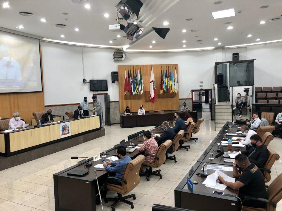 Câmara rejeita veto do prefeito e permite a livre comercialização do serviço de taxi