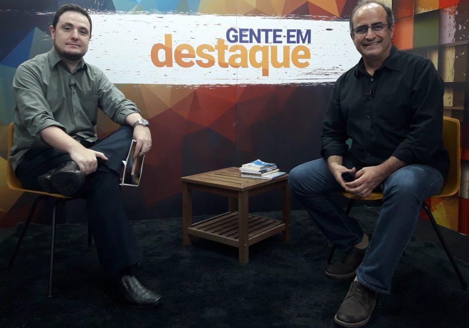 Jornalista Carlos Abranches é o convidado do 'Gente em Destaque'