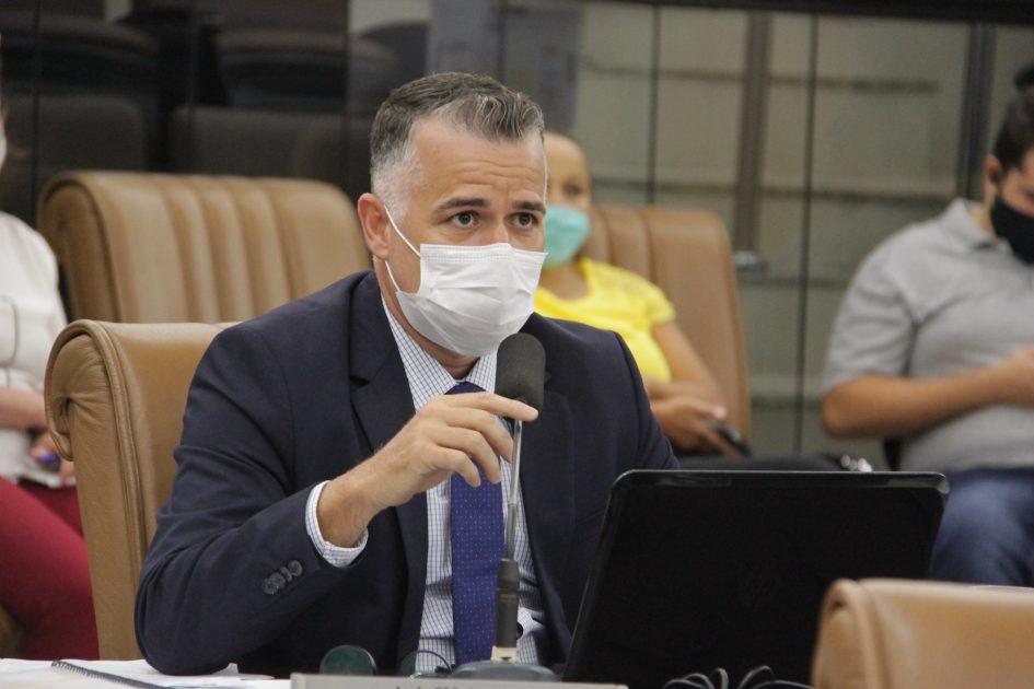 Luís Flávio quer saber o motivo de não atendimento a reclamações feitas pelo Conecta Jacareí
