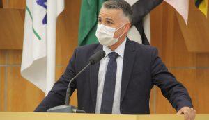 Luís Flávio questiona prefeito sobre falta de recursos de emendas à Creche Carmelitas Lar São José e ao Jacareí Rugby