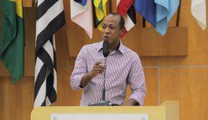 Rogério Timóteo pede redutores de velocidade no Bandeira Branca