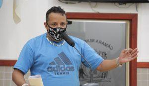 Roninha questiona Prefeito sobre instalação de lâmpadas de LED em vias de Jacareí