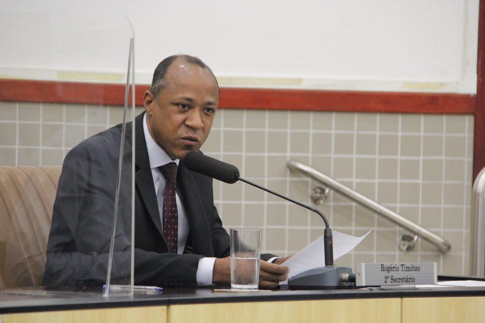 Rogério Timóteo sugere inclusão de item na distribuição de uniforme escolar