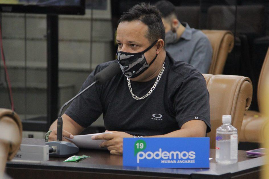 Roninha questiona Izaias sobre instalação de LEV no Cidade Salvador