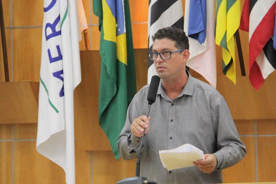 Dudi aciona prefeitura por participação no Projeto Areninhas