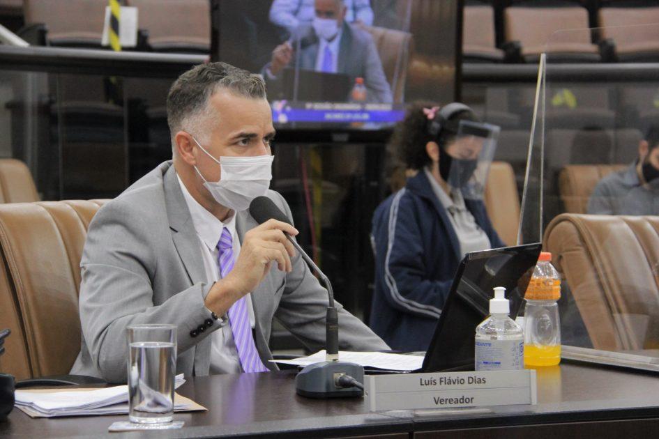 Luís Flávio questiona prorrogação de prazo para conclusão de obras no Rio Comprido