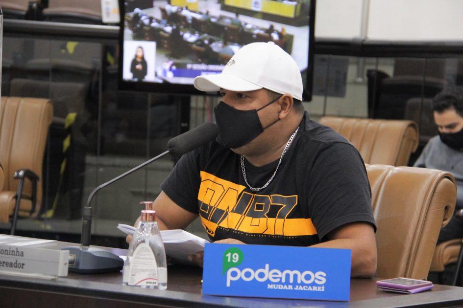 Roninha questiona prefeito sobre cadastro de crianças com doenças crônicas na rede de ensino de Jacareí