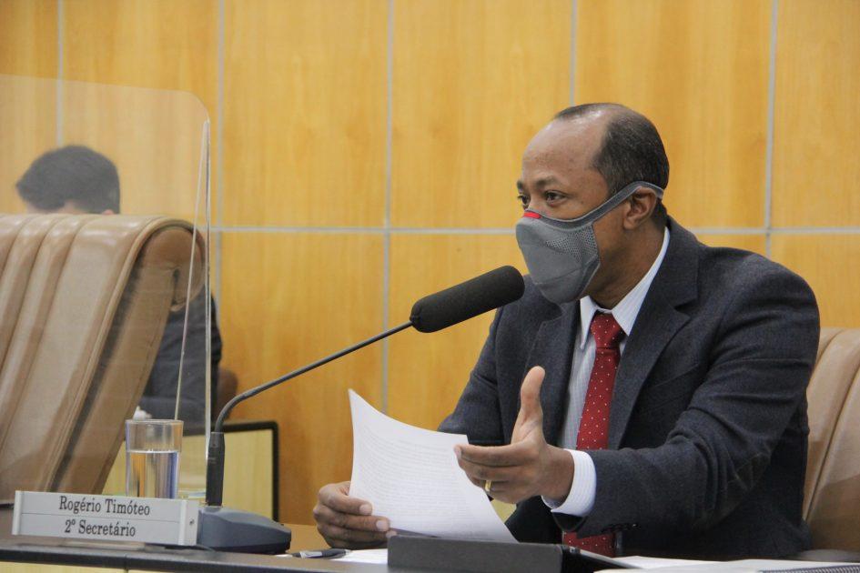 Rogério Timóteo pede melhorias para ruas do bairro Vila Zezé