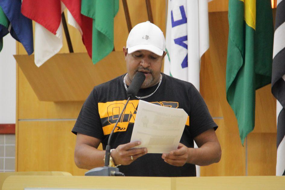Roninha solicita manutenção de vias públicas no Parque Meia Lua e Jardim Pedramar