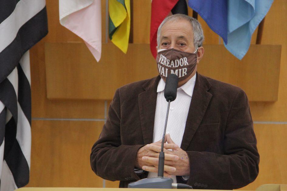 Valmir questiona Prefeitura de Jacareí sobre falta de manutenção em calçada no Jardim Luiza