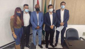 Deputados Kim Kataguiri e Arthur do Val, além do vereador Rubinho Nunes, visitam Câmara de Jacareí