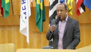 Rogério Timóteo pede manutenção viária em vias públicas do Jardim Colinas e Centro