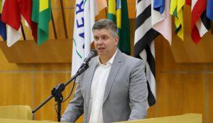 Dr. Rodrigo Salomon pede rondas da PM e manutenção urbana em bairros da região oeste