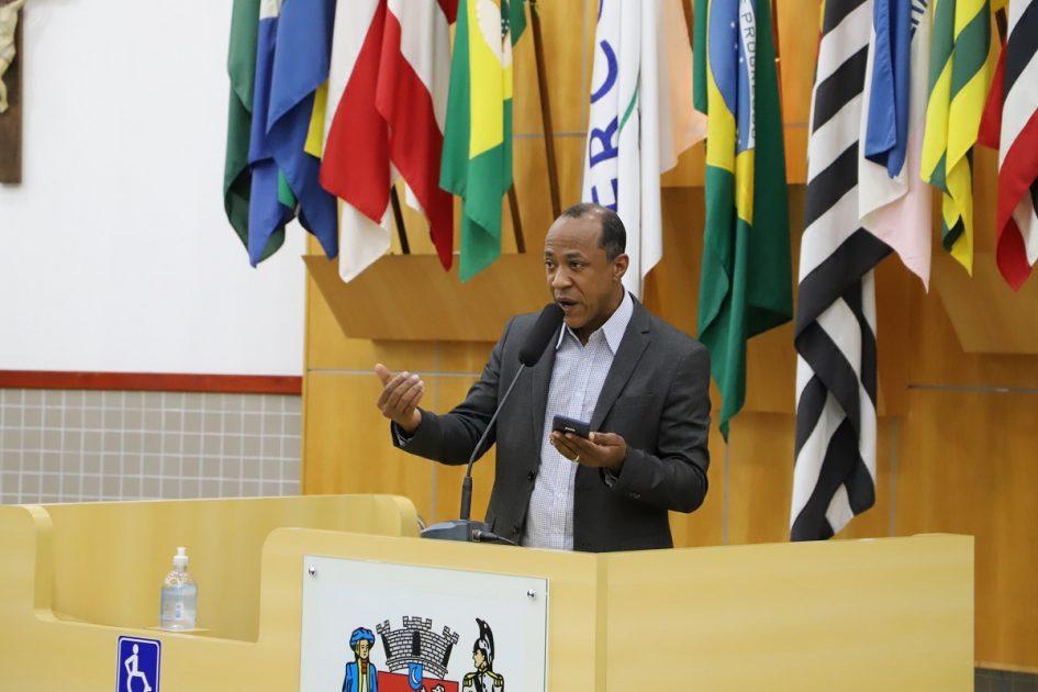 Rogério Timóteo questiona prefeito Izaias sobre obras na Rua Padre Eugênio