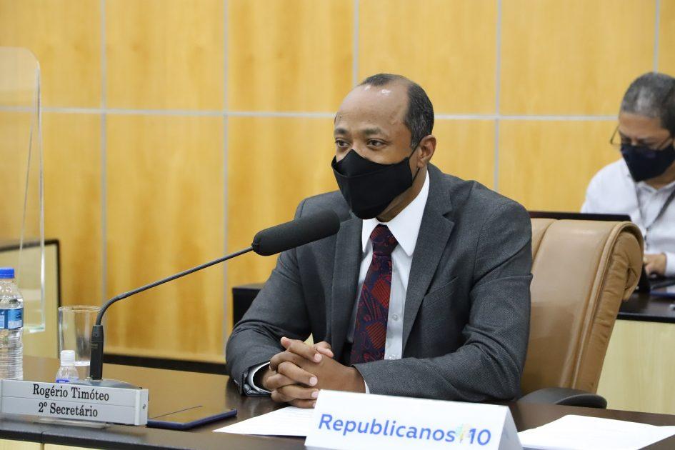 Rogério Timóteo pede serviços de segurança e manutenção de ruas no Parque Santo Antônio