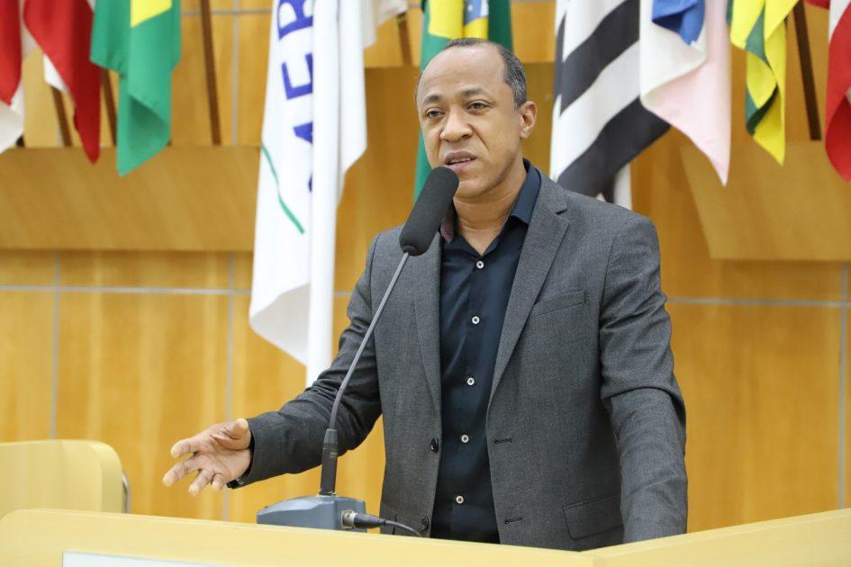 Rogério Timóteo questiona Prefeitura sobre qualidade de serviços em vias públicas