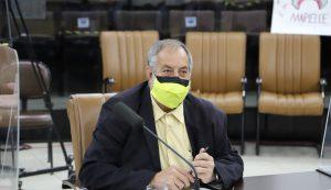 Valmir questiona Prefeitura sobre falta de limpeza em bueiro em frente à EMEI do Parque Califórnia