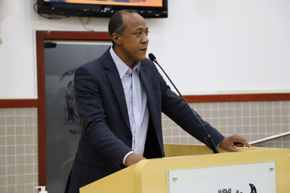 Rogério Timóteo questiona prefeito sobre atendimento médico na UPA Dr. Thelmo