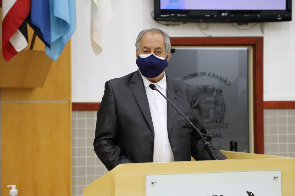 Valmir questiona prefeito sobre suposta contaminação de água no Veraneio Irajá